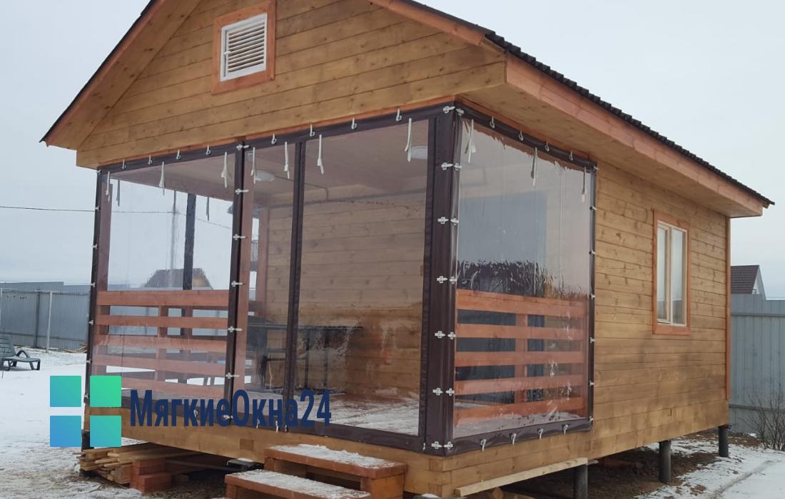Мягкие окна для деревянного крыльца бани