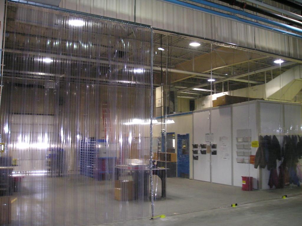 Полосовые завесы ПВХ для склада фото